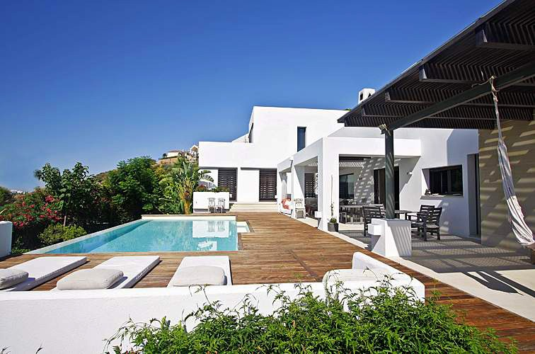 Bargain! Modern contemporary villa for sale in Marbella - Benahavis