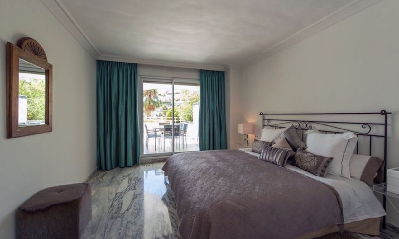 Beachfront apartment for sale on the Golden Mile in Marbella 8