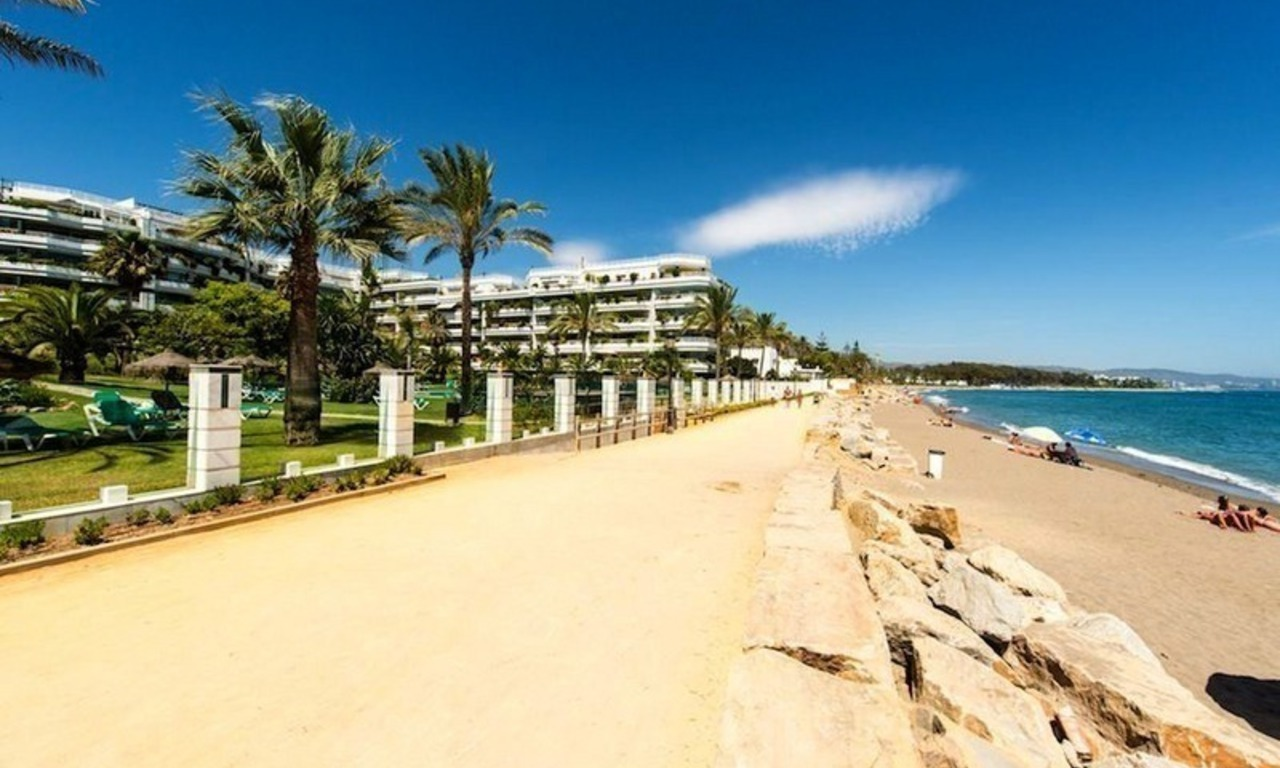 Beachfront apartment for sale on the Golden Mile in Marbella 12