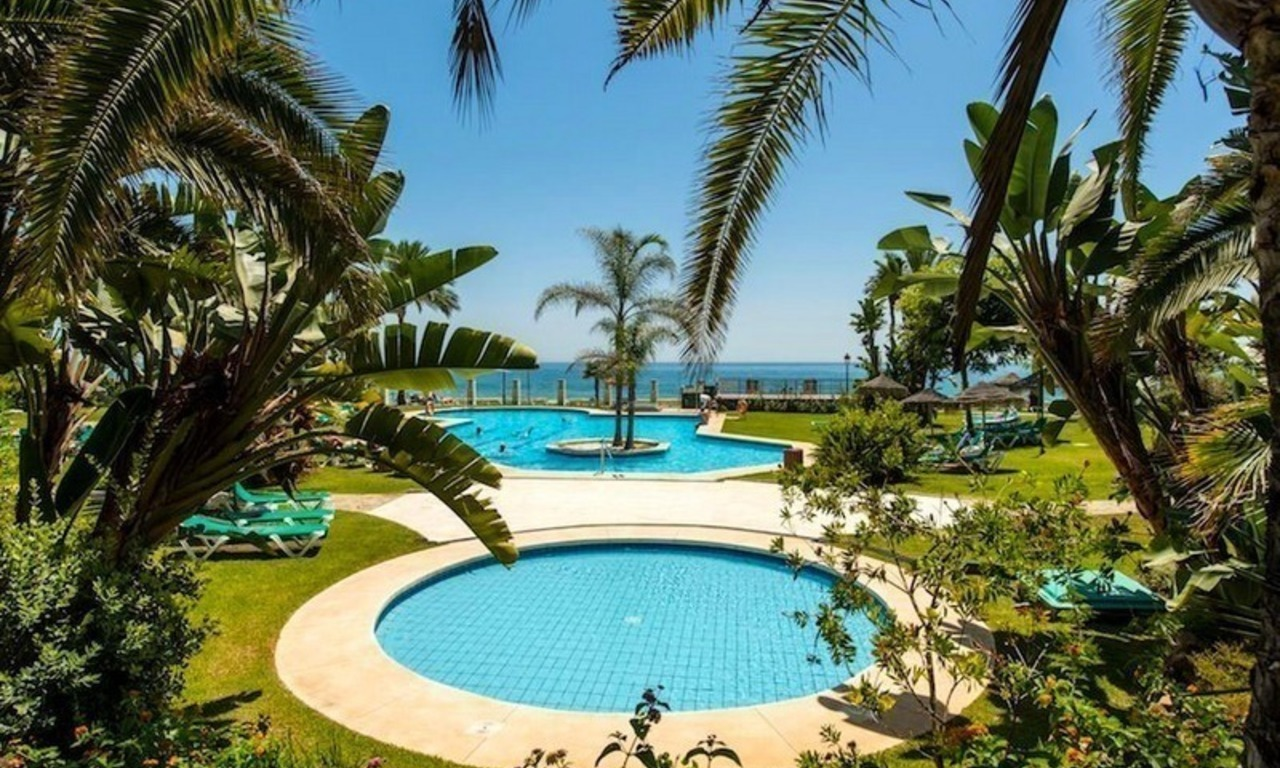 Beachfront apartment for sale on the Golden Mile in Marbella 0