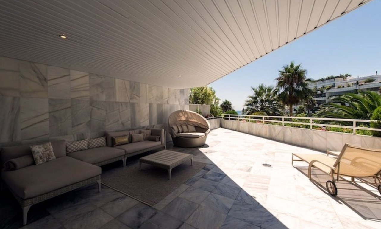Beachfront apartment for sale on the Golden Mile in Marbella 3