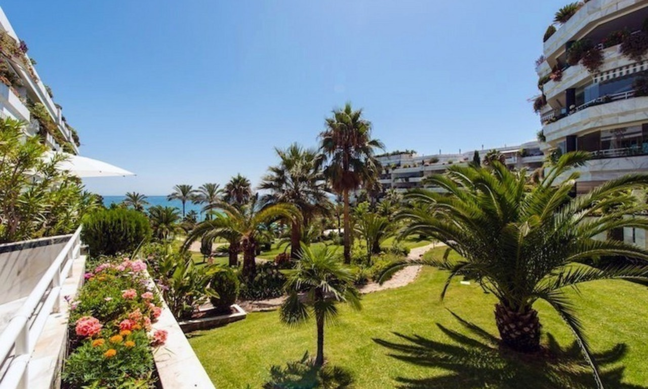 Beachfront apartment for sale on the Golden Mile in Marbella 1