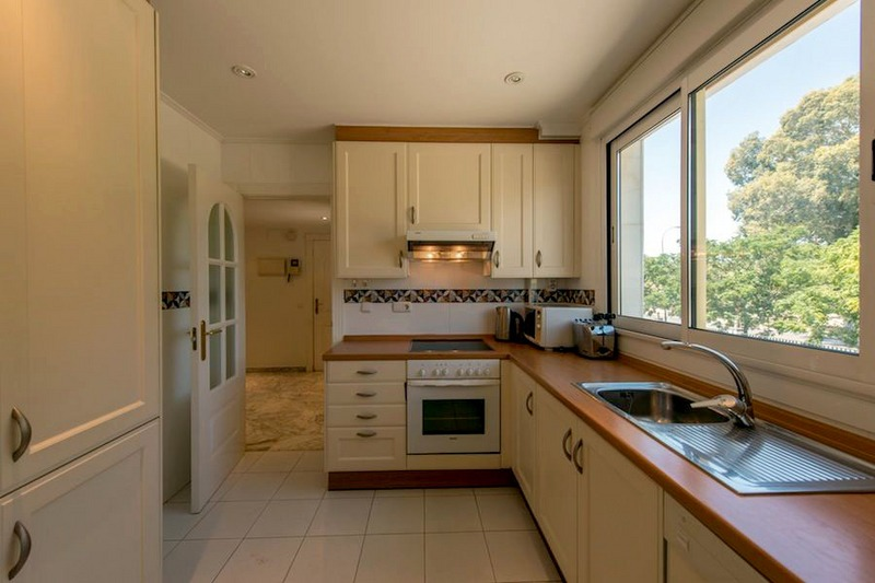 Front line beach apartment for sale on the Golden Mile in Marbella 6