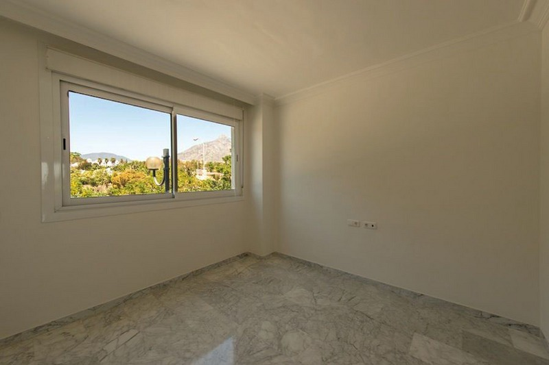 Front line beach apartment for sale on the Golden Mile in Marbella 9