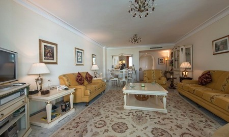 First line beach apartment for sale on the Golden Mile in Marbella 4