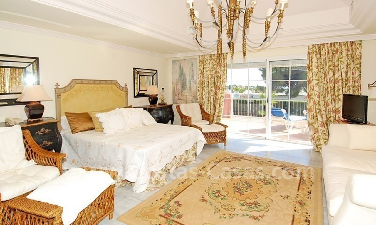 Classical luxury villa to buy in Nueva Andalucia - Puerto Banus - Marbella 15