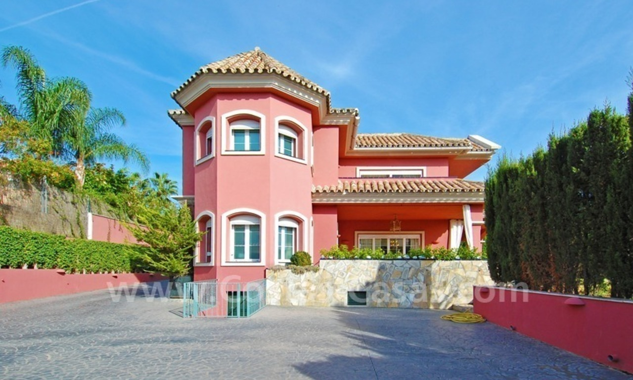 Classical luxury villa to buy in Nueva Andalucia - Puerto Banus - Marbella 2