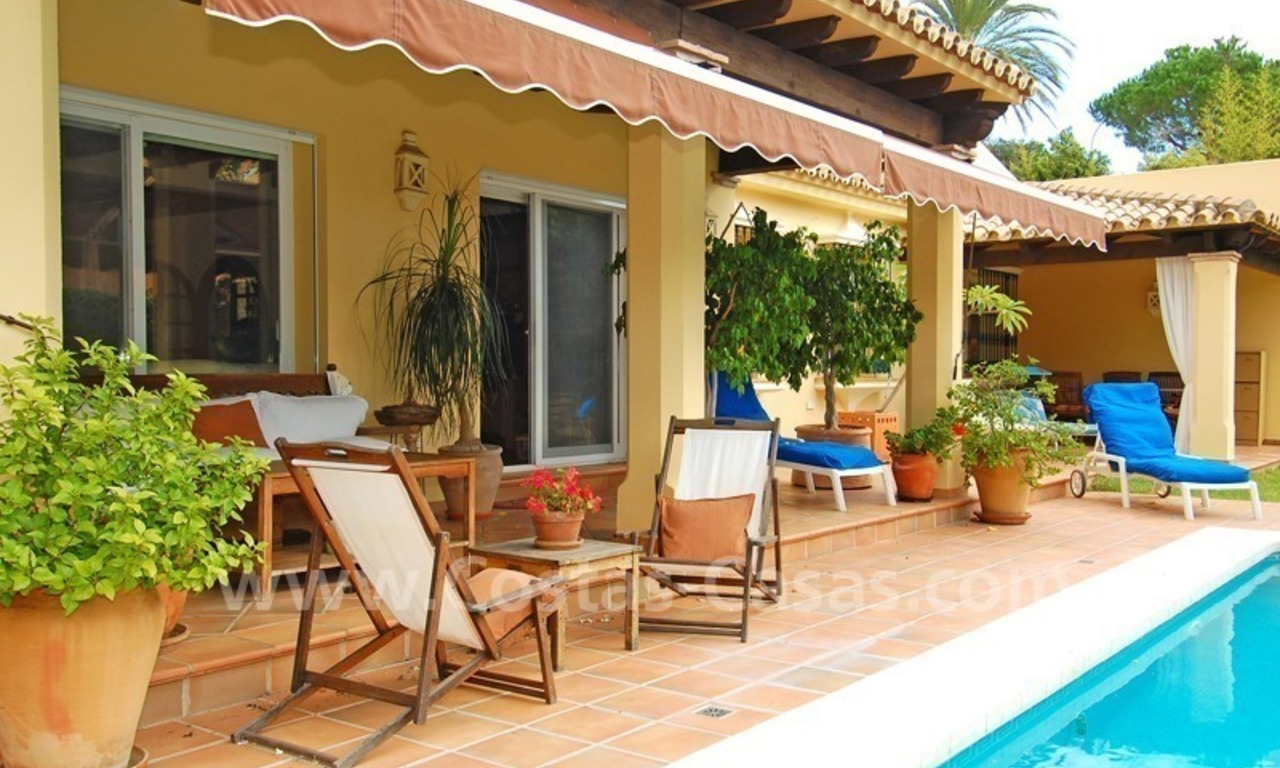 Beachside cozy villa for sale in east Marbella 2