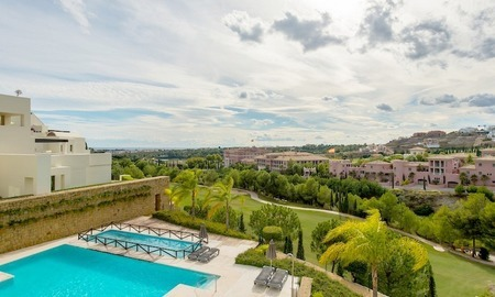 Luxury front line golf modern contemporary apartment for sale in a 5* golf resort, Benahavis - Estepona - Marbella 11
