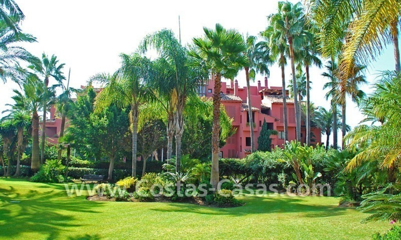 Bargain beachside penthouse apartment for sale in Marbella East 21