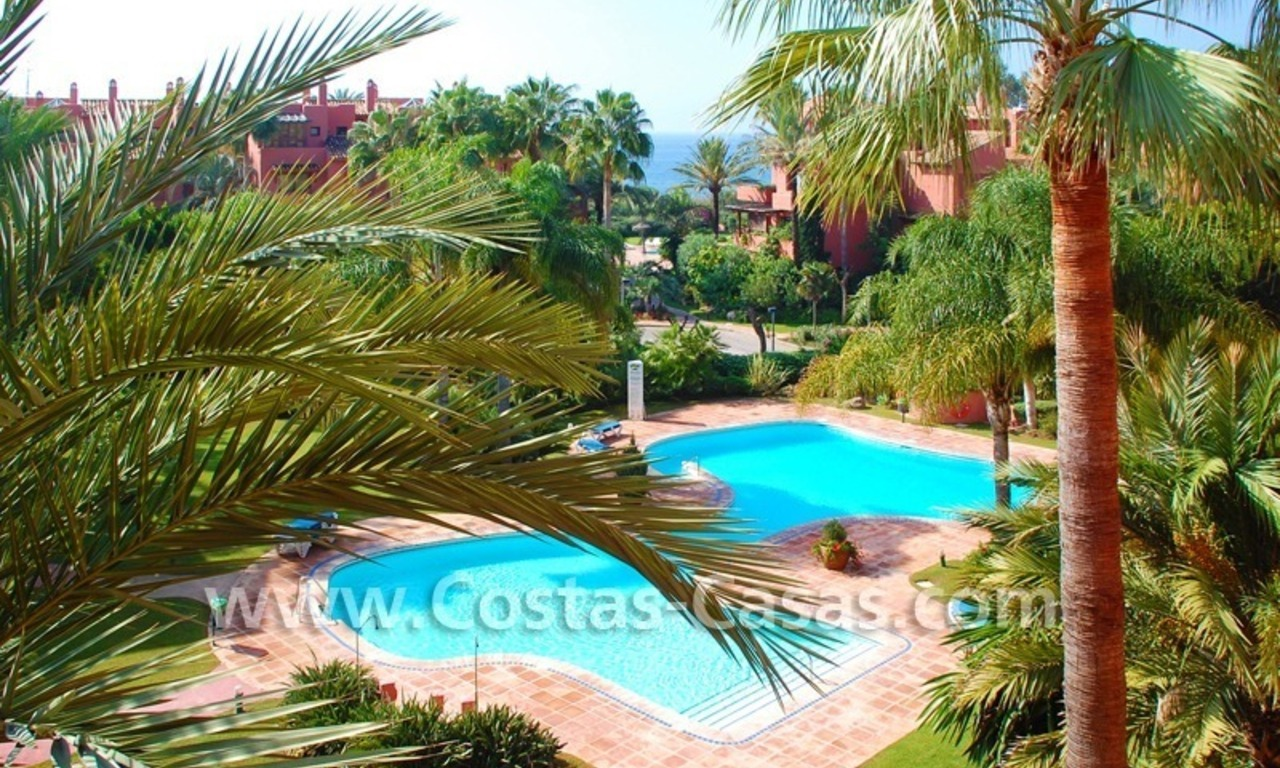 Bargain beachside penthouse apartment for sale in Marbella East 10