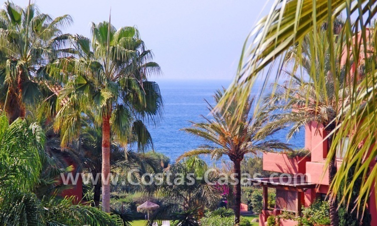 Bargain beachside penthouse apartment for sale in Marbella East 9