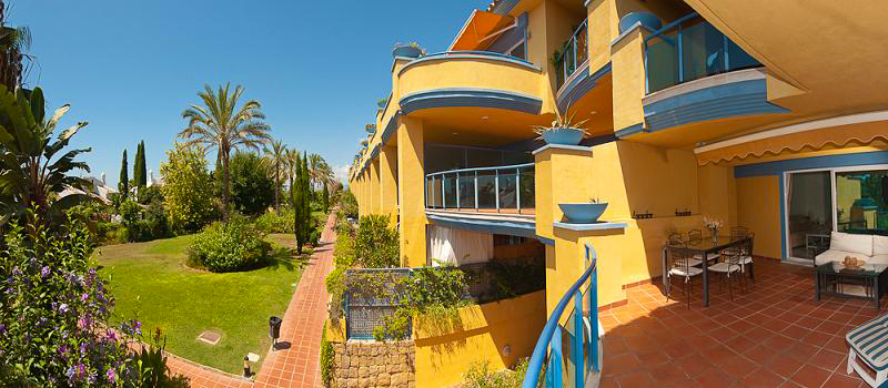 Beachside apartment for sale in Marbella 1