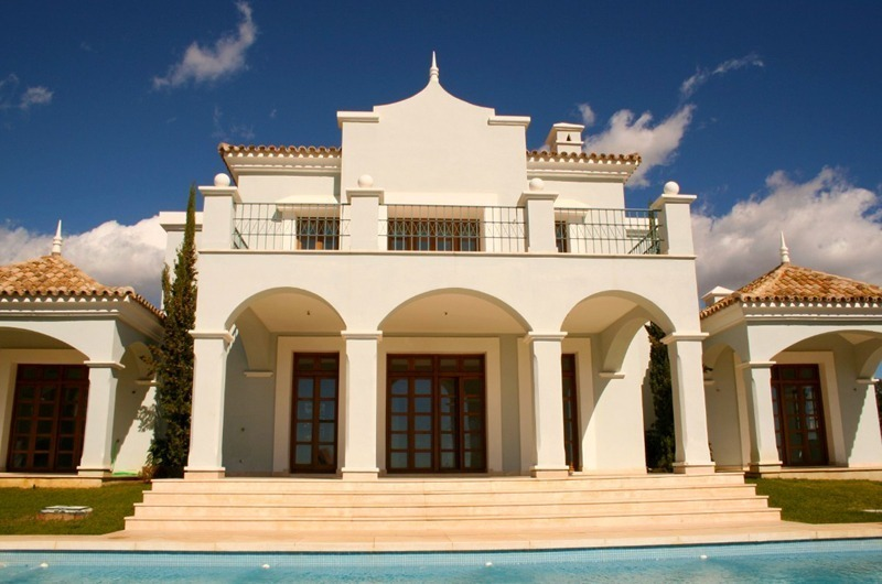 Luxury villa for sale near the golf course in Marbella 1
