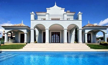Luxury villa for sale near the golf course in Marbella 0