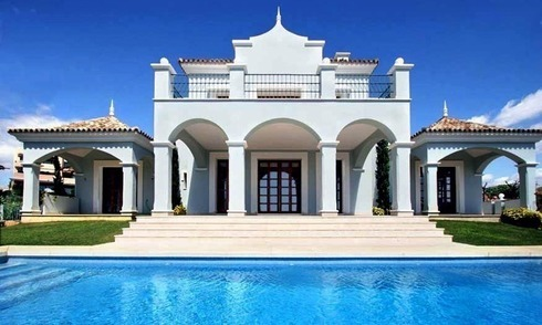 Luxury villa for sale near the golf course in Marbella