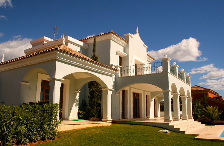 Luxury villa for sale near the golf course in Marbella 2