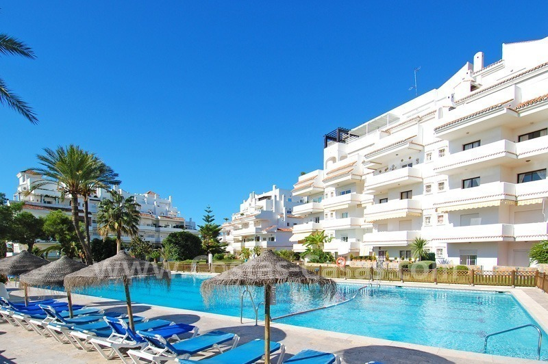 Ample ground floor apartment for sale in Nueva Andalucia – Marbella