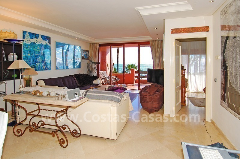 Luxury beachfront apartment for sale, frontline beach complex, New Golden Mile, Marbella - Estepona 10