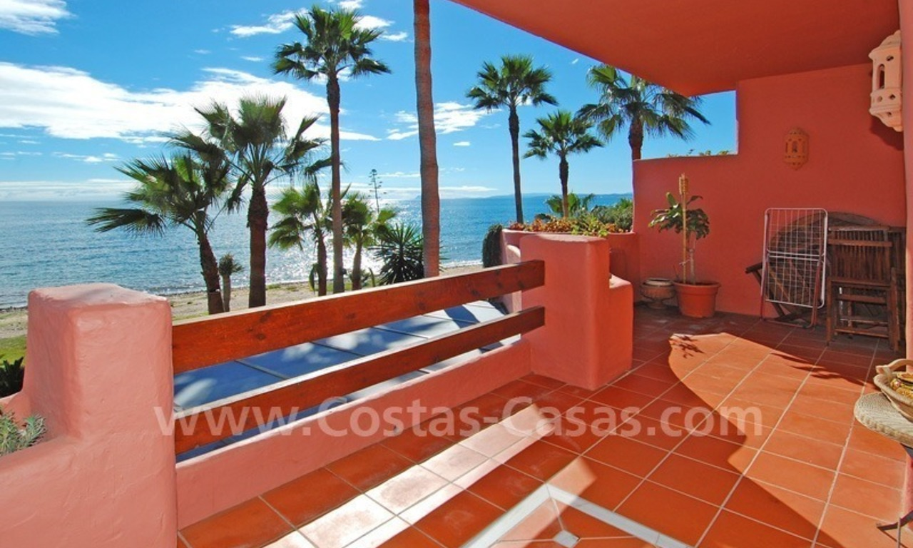 Luxury beachfront apartment for sale, frontline beach complex, New Golden Mile, Marbella - Estepona 1