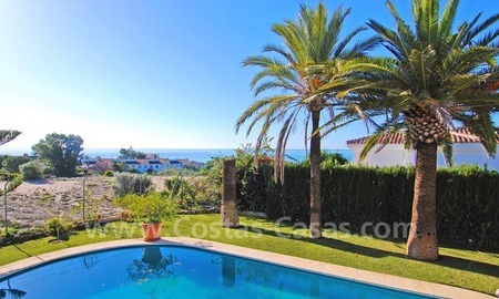 Beachside villa for sale in Eastern Marbella 3