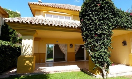 Townhouse for sale in a golf area of Marbella