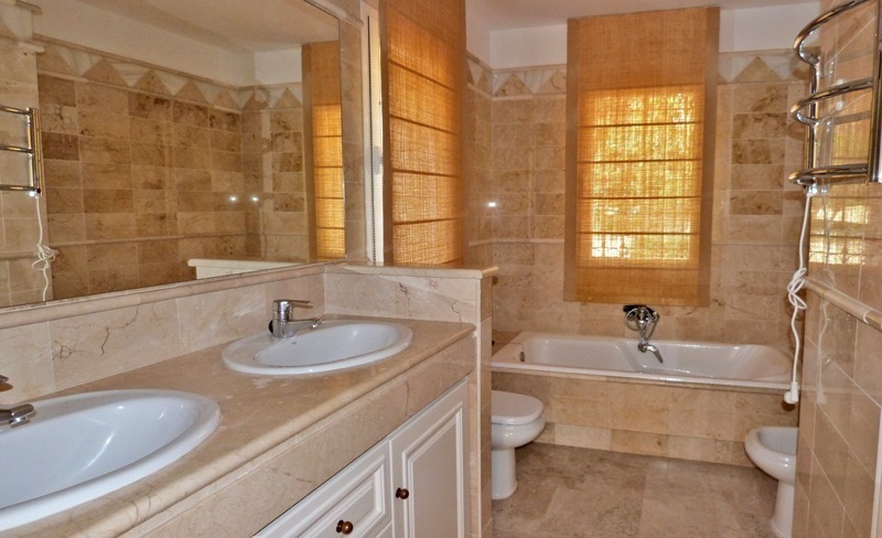 Townhouse for sale in a golf area of Marbella 11