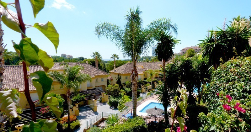 Townhouse for sale in a golf area of Marbella 13