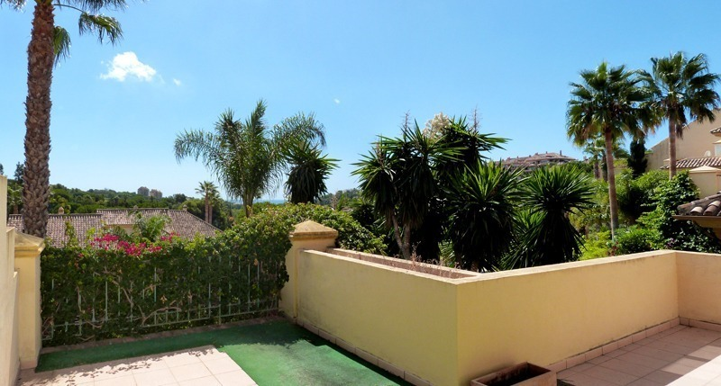 Townhouse for sale in a golf area of Marbella 2