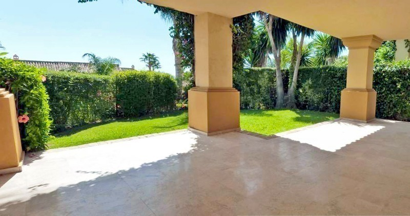 Townhouse for sale in a golf area of Marbella 5