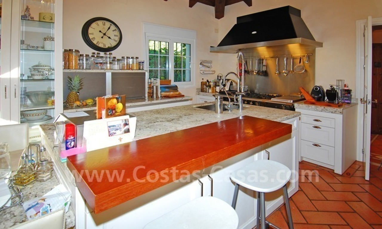 Beachside luxury villa for sale in the Golden Mile – Marbella centre 11