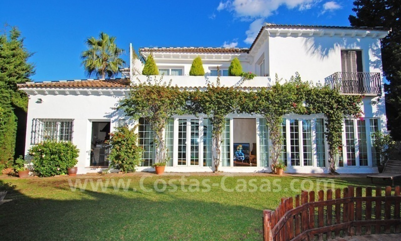 Beachside luxury villa for sale in the Golden Mile – Marbella centre 1