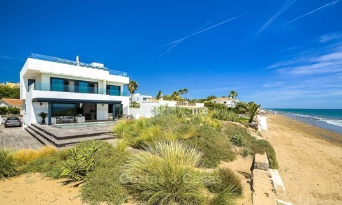 Modern beachfront villa for sale in Marbella with breathtaking sea views 1215
