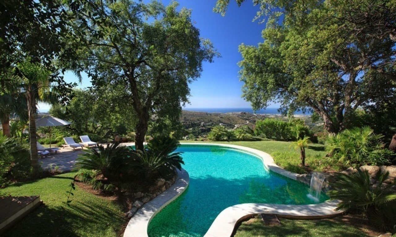 Exclusive villa for sale in a golf resort, Marbella - Benahavis 1