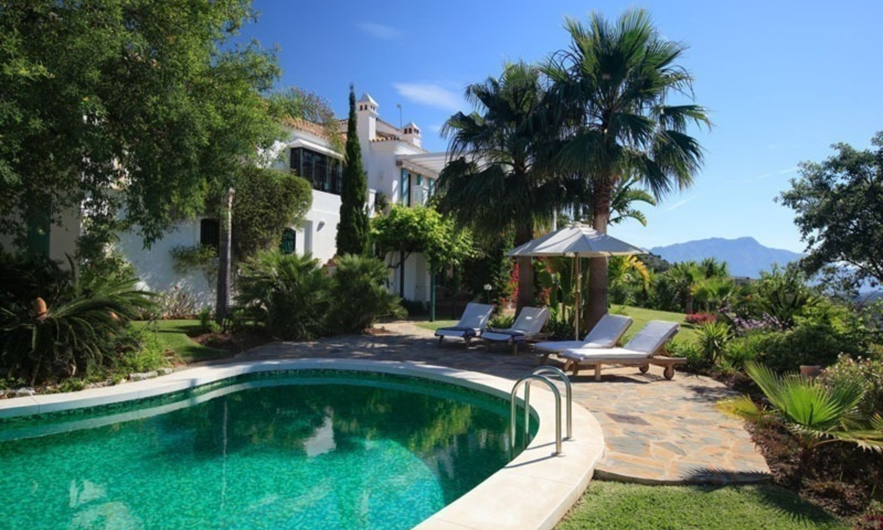 Exclusive villa for sale in a golf resort, Marbella - Benahavis 2