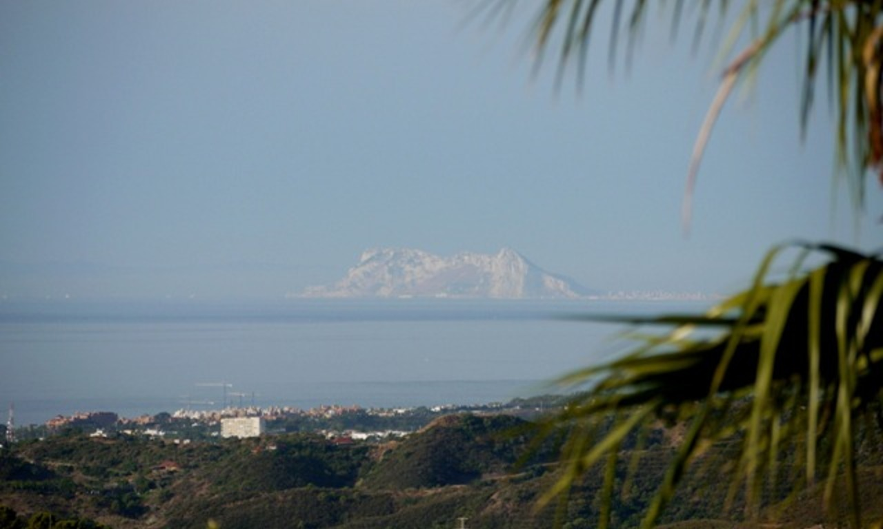 Exclusive villa for sale in a golf resort, Marbella - Benahavis 5