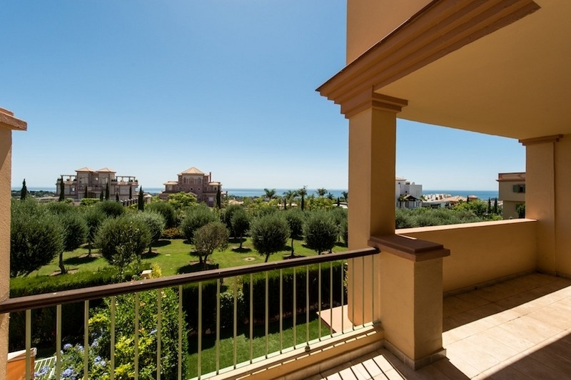 2 Bargain luxury golf apartments for sale, golf resort, Benahavis - Marbella