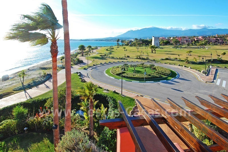 Luxury frontline beach corner penthouse for sale, first line beach complex, New Golden Mile, Marbella - Estepona 11