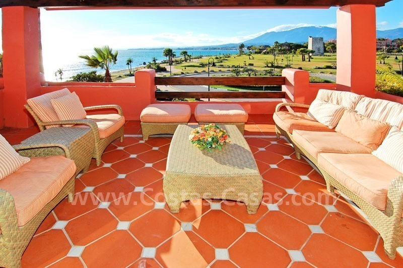 Luxury frontline beach corner penthouse for sale, first line beach complex, New Golden Mile, Marbella - Estepona 16