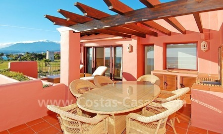 Luxury frontline beach corner penthouse for sale, first line beach complex, New Golden Mile, Marbella - Estepona 4