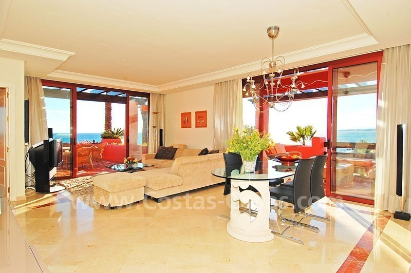 Luxury frontline beach corner penthouse for sale, first line beach complex, New Golden Mile, Marbella - Estepona 17