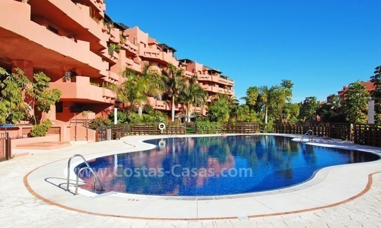Beachside apartment sfor sale in a second line beach complex on the New Golden Mile, Marbella - Estepona 16