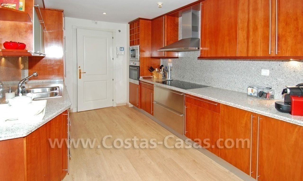 Large luxury elevated ground-floor apartment for sale in Nueva Andalucía – Marbella 16