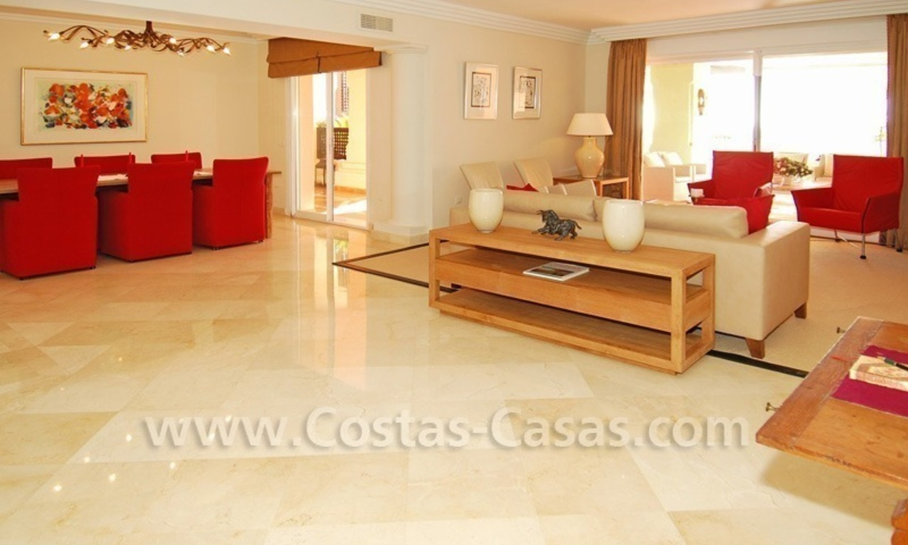 Large luxury elevated ground-floor apartment for sale in Nueva Andalucía – Marbella 12