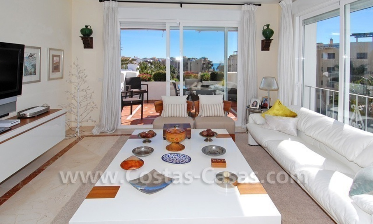 Luxury beachside apartment for sale in a frontline beach complex, New Golden Mile, Marbella - Estepona 1