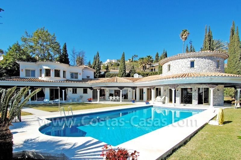 First line golf andalusian styled villa for sale in Estepona – Marbella