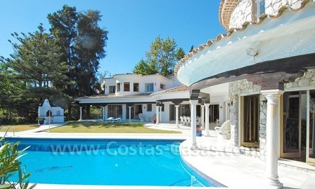 First line golf andalusian styled villa for sale in Estepona – Marbella 2