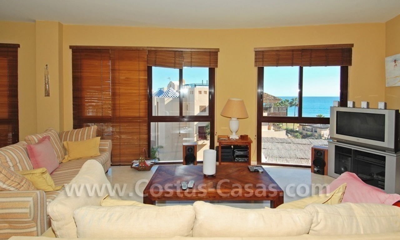 Luxury beachside penthouse apartment for sale, New Golden Mile, Marbella - Estepona 15