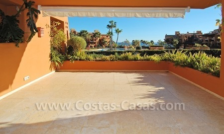 Luxury frontline beach apartment for sale, first line beach complex, New Golden Mile, Marbella - Estepona 1
