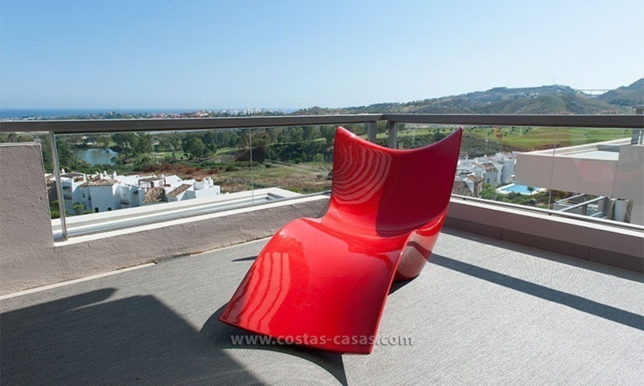 For Rent: New, Contemporary-style luxury vacation penthouse in Marbella-Benahavís, Costa del Sol 7